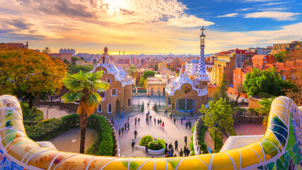 巴塞隆納奎爾公園 ( Park Güell ) 所眺望的城區,巴塞隆納 (Barcelona) 是許多曾經造訪過歐洲的觀光客評選出最印象深刻的城市之一